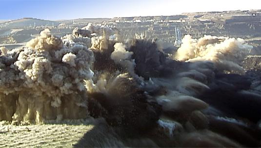 2011年12月14日,公司在内蒙古神华集团成功实施数码电子雷管抛掷爆破