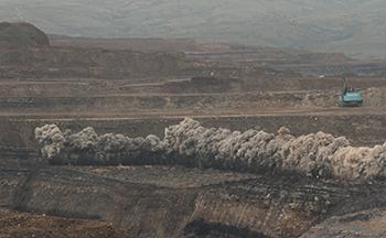 2013年,公司承揽中煤集团平朔安太堡、安家岭、东露天三大露天矿长期边坡预裂爆破工程