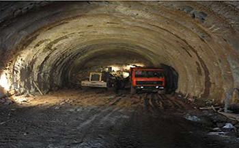 2010年,公司成功实施中南铁路黄池岭隧道爆破